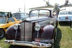 Burgundy Stary samochód fotografia royalty free