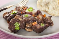 Burgundy Stew Bourguignon βόειου κρέατος πιάτο τροφίμων που καλύπτεται γαλλικό Στοκ εικόνα με δικαίωμα ελεύθερης χρήσης