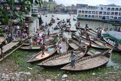 Buriganga河和小船的看法 库存照片