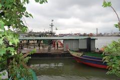 Buriganga河的看法sampur区域的与一些发射 库存照片