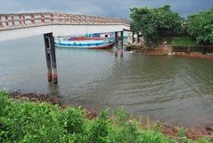 Buriganga河的看法sampur区域的与一些发射 库存图片