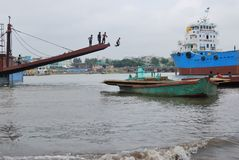 Buriganga河,达卡,孟加拉国一个美妙的看法  库存照片