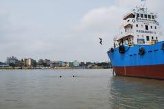 Buriganga河,达卡,孟加拉国一个美妙的看法  免版税库存照片