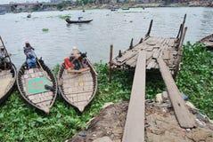 Buriganga的河在Sadarghat 图库摄影