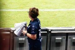 BURIRAM, TAILÂNDIA - 15 DE AGOSTO: A ação do encabeçamento do suporte, Karuna Chidchob, durante o jogo entre Buriram uniu-se e Su Imagem de Stock Royalty Free