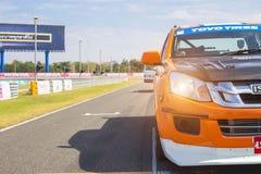 Buriram Tailandia El competir con de coche de carreras en una pista foto de archivo libre de regalías
