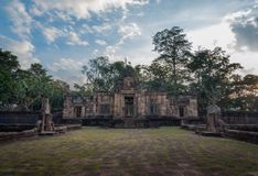 BURIRUM, TAILÂNDIA - 7 DE DEZEMBRO DE 2018: PRASARTHIN MUANGTAM ou O CASTELO DE PEDRA MUANG TAM no distrito de Prakhonchai fotos de stock royalty free