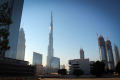 Burj哈利法从街市,迪拜,阿拉伯联合酋长国的塔视图 库存照片