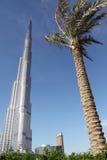 burj迪拜前掌上型计算机摩天大楼 免版税图库摄影