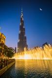 一个创纪录的喷泉系统在Burj哈利法湖设置了 免版税库存图片