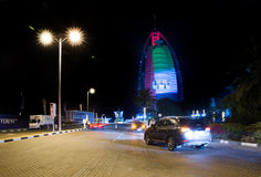 Burj Al阿拉伯人用国旗colo盖 库存图片