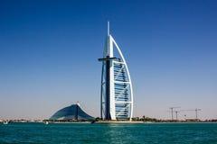Burj Al Arab e hotéis da praia de Jumeirah Imagens de Stock