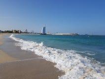 Burj Al Arab Jumeirah bij het strand stock fotografie
