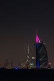 Burj Al Arab Jumeirah in de stad van Doubai bij nacht Royalty-vrije Stock Foto