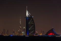 Burj Al Arab Jumeirah en la ciudad de Dubai en la noche Foto de archivo libre de regalías