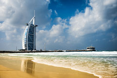 Burj Al Arab, um do marco o mais famoso de Emiratos Árabes Unidos fotografia de stock royalty free