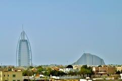 Burj-Al Araber und Jumeirah setzen Hotel in Dubai auf den Strand Lizenzfreie Stockbilder