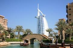 Burj arabische Ansicht von der Wasser-Strasse Lizenzfreies Stockbild