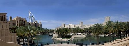 Burj Dubaï et Madinath Jumeirah Images libres de droits