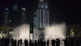 29 2009 burj Dubai e hotelowego khalifa Listopad panoramicznych u widok A e - JAN, 2018: ludzie oglądają zadziwiającego przedstaw zdjęcie wideo