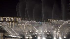 29 2009 burj Dubai e hotelowego khalifa Listopad panoramicznych u widok A e - JAN, 2018: piękny przedstawienie dancingowe wielkie zbiory wideo