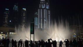 29 2009 burj Dubai e hotelowego khalifa Listopad panoramicznych u widok A e - JAN, 2018: sylwetka turyści ogląda zadziwiającego p zbiory
