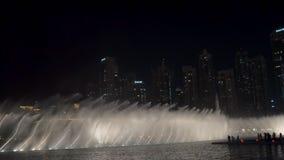 29 2009 burj Dubai e hotelowego khalifa Listopad panoramicznych u widok A e - JAN, 2018: woda przepływy spektakularny przedstawie zbiory