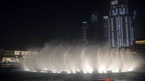 29 2009 burj Dubai e hotelowego khalifa Listopad panoramicznych u widok A e - JAN, 2018: wodni strumienie dancingowe wielkie font zbiory