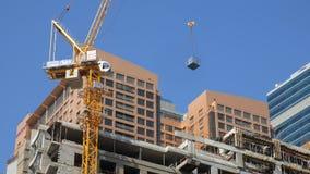 29 2009 burj Dubai e hotelowego khalifa Listopad panoramicznych u widok A e - JAN, 2018: zakończenie widok pracujący żuraw w budo zbiory