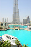 Burj Dubai Wolkenkratzer und künstlicher See Stockbilder