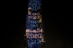 Burj Khalifa που φωτίζεται για EXPO 2020 στοκ εικόνα
