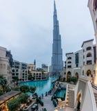 Burj Khalifa во время пасмурного дня Стоковые Фотографии RF