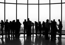 Burj Khalifa, смотровая площадка Дубай - люди наблюдая взгляд Стоковое Изображение