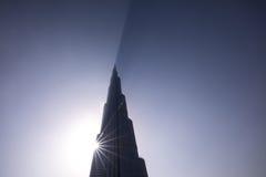 Burj Khalifa ciska cień przez chmur podczas wschodu słońca Zdjęcie Stock