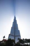 Burj Khalifa ciska cień przez chmur podczas wschodu słońca Fotografia Royalty Free