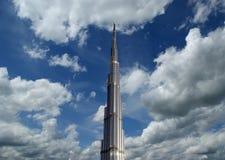 Burj Khalifa (det Khalifa tornet) som är bekant som Burj Dubai Arkivfoto