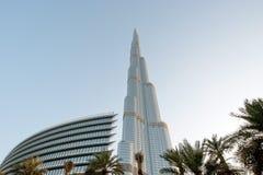 Burj Khalifa (det Khalifa tornet) som är bekant som Burj Dubai Arkivfoton