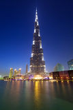 Burj Khalifa in Doubai bij nacht, de V.A.E Stock Afbeelding
