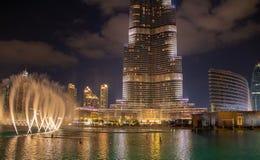 Burj Khalifa drapacz chmur przy nocą w centrum Dubaj obraz stock
