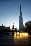 Burj khalifa Dubai efter solnedgång Arkivbilder