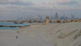 Burj Khalifa ( Dubai skyline) arkivfilmer