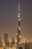 Burj Khalifa en la noche. Dubai Foto de archivo libre de regalías