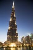 Burj Khalifa en la noche, Dubai, UAE foto de archivo
