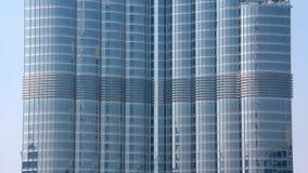 Burj Khalifa - hoogste wolkenkrabber in de wereld Doubai, Verenigde Arabische Emiraten stock footage