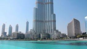 Burj Khalifa - hoogste wolkenkrabber in de wereld Doubai, Verenigde Arabische Emiraten stock videobeelden