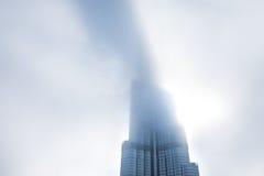 Burj Khalifa jest rzadkimi chmurami Zdjęcie Stock
