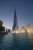 Burj Khalifa med springbrunnförgrund Royaltyfri Foto