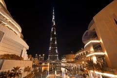 Burj Khalifa Night Shot från den Dubai gallerian Arkivbild