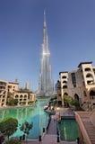 Burj Khalifa och Dubai springbrunnar Fotografering för Bildbyråer