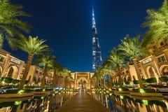 Burj Khalifa sikt på natten från lyxigt hotell Royaltyfria Foton